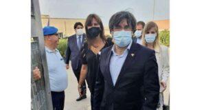 Carles Puigdemont all'uscita del carcere di Alghero